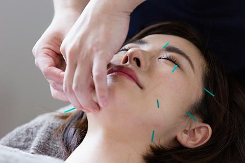 1.お肌のコラーゲン層に作用して、しわや深いたるみにアプローチ